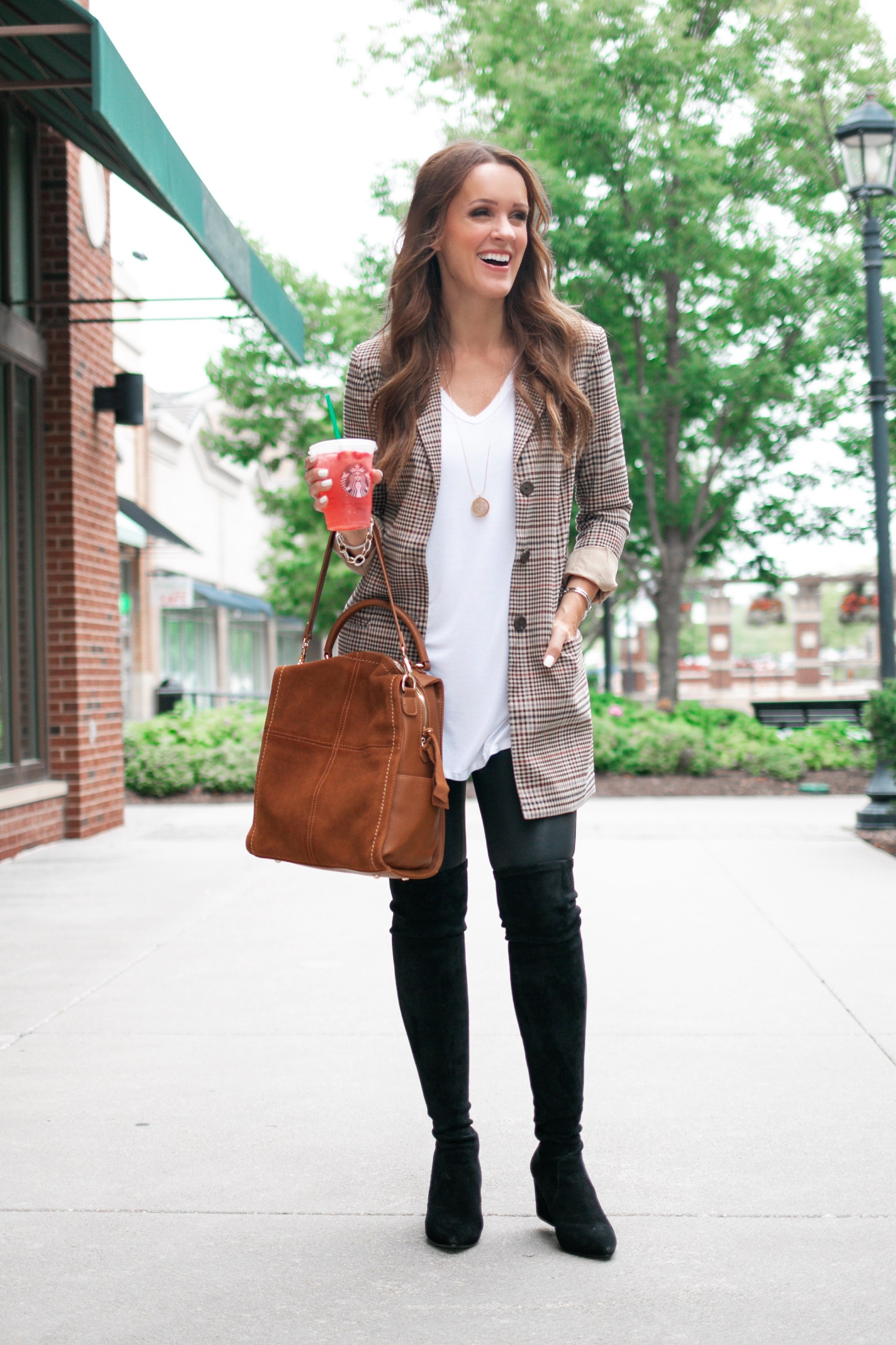 I love how the length of a boyfriend blazer is perfect for leggings!
